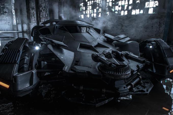 official batmobile photo from batman v superman 680x453 Es sind erste Bilder des Batmobils aus Batman V Superman: Dawn of Justice aufgetaucht