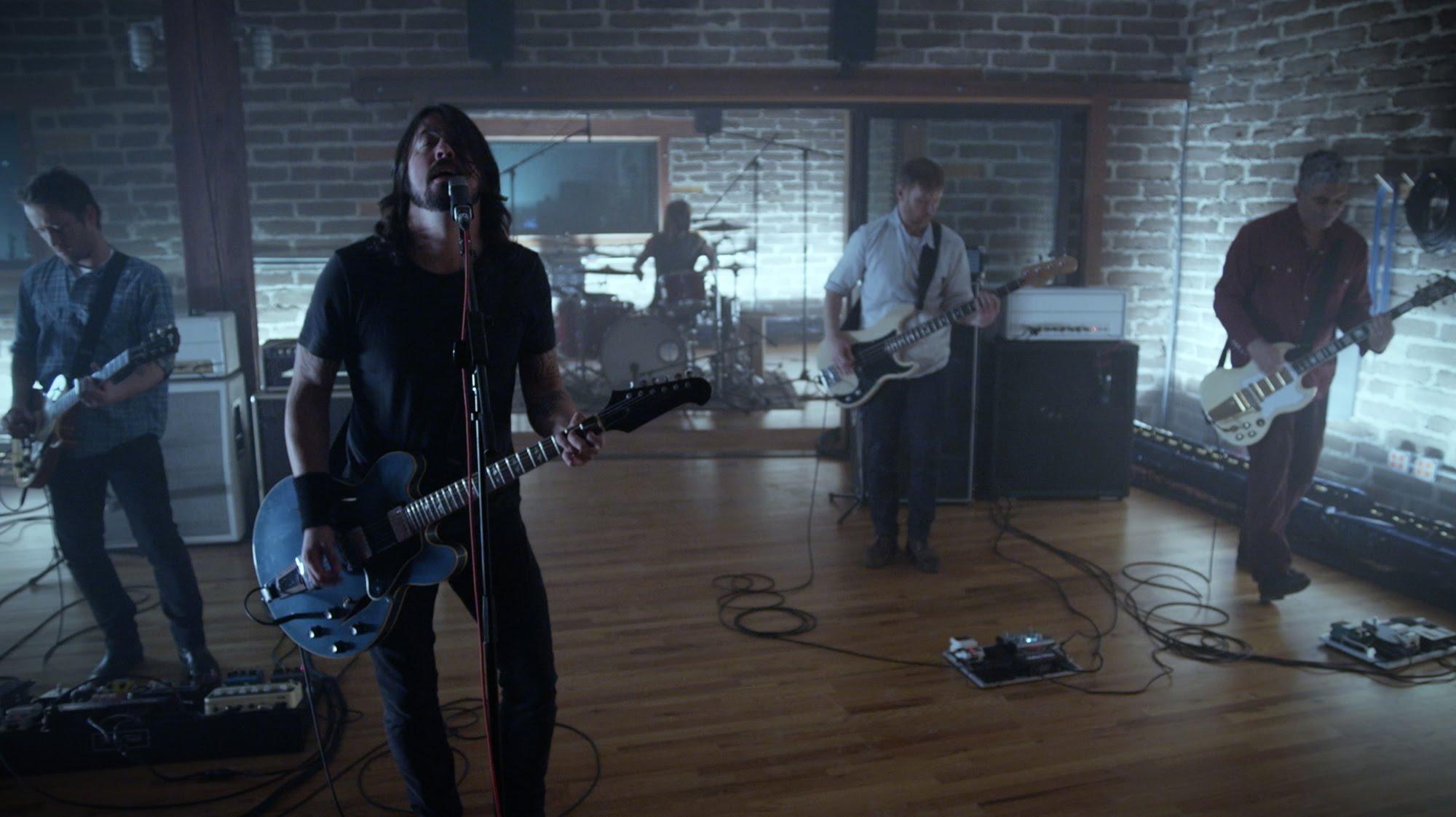 maxresdefault6AEM2N45 Die Foo Fighters sind wieder da und haben uns Something From Nothing mitgebracht