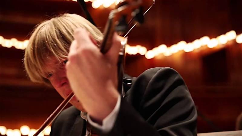 maxresdefaultNCQQVS5C e1414971141277 So hot right now: Ein klassisches Orchester spielt bevor und nachdem sie der Welt schärfstes Chili aßen