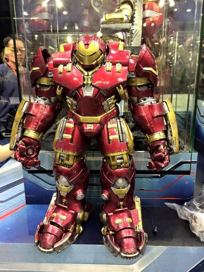 Hot Toys Hulkbuster Iron Man Figure Toy Soul 2014 680x907 Hot Toys veröffentlicht Bilder vom Hulk Buster Iron Man und Thanos auf der Hong Konk Toy Soul 2014