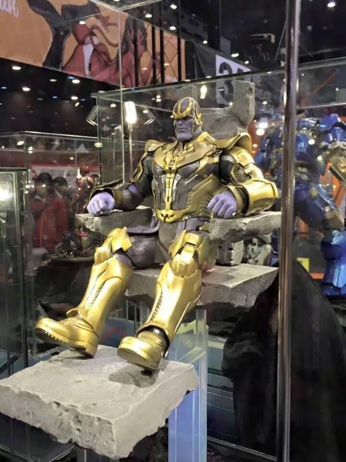 Thanos Hot Toys Figure on Throne 680x907 Hot Toys veröffentlicht Bilder vom Hulk Buster Iron Man und Thanos auf der Hong Konk Toy Soul 2014