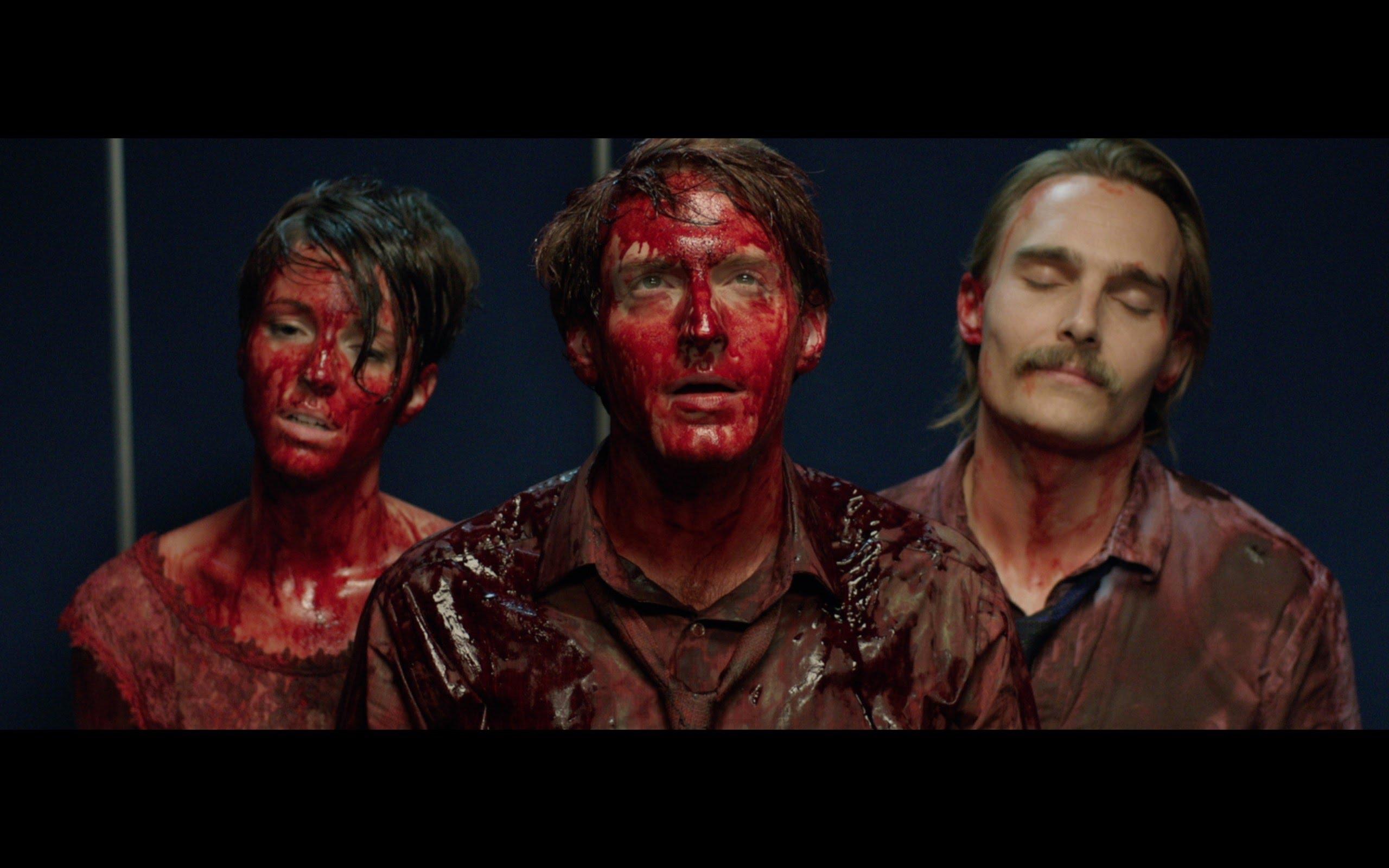 """Im Trailer zu """"Bloodsucking Bastards"""" sind alle Chefs Vampire"""