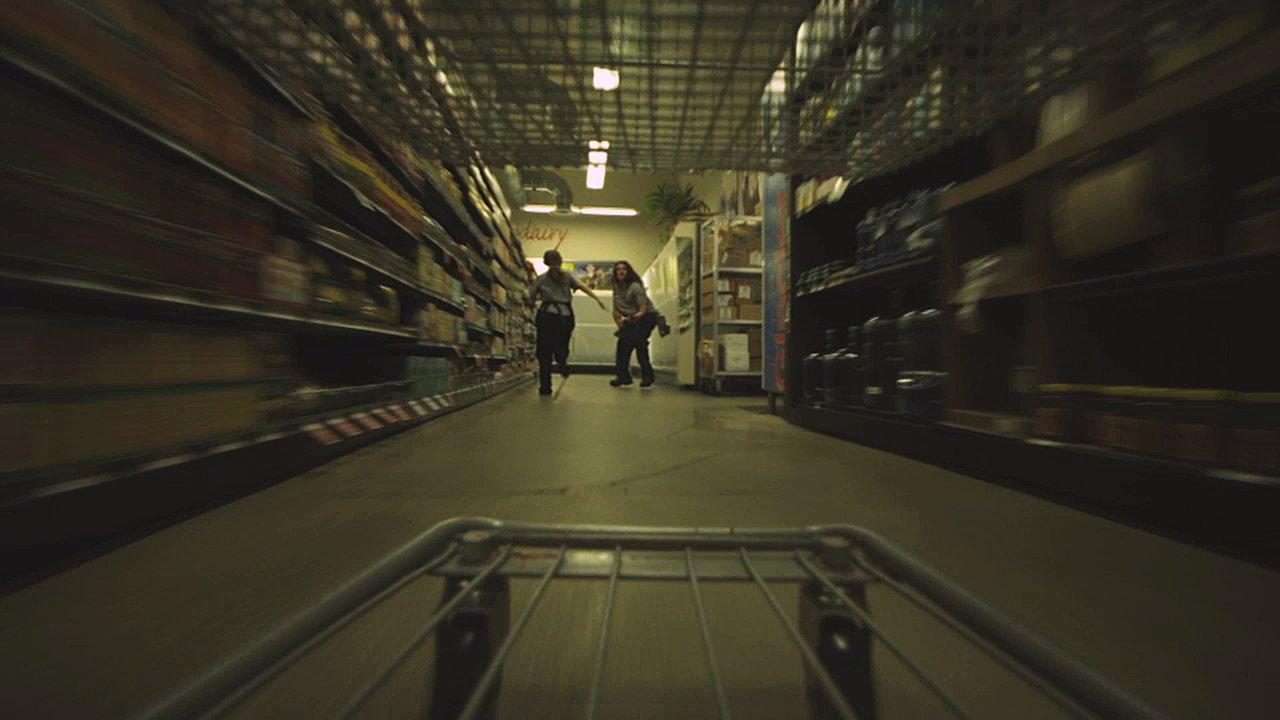 """In """"Killer Kart"""" nimmt ein Einkaufswagen Rache an… jedem! (NSFW)"""