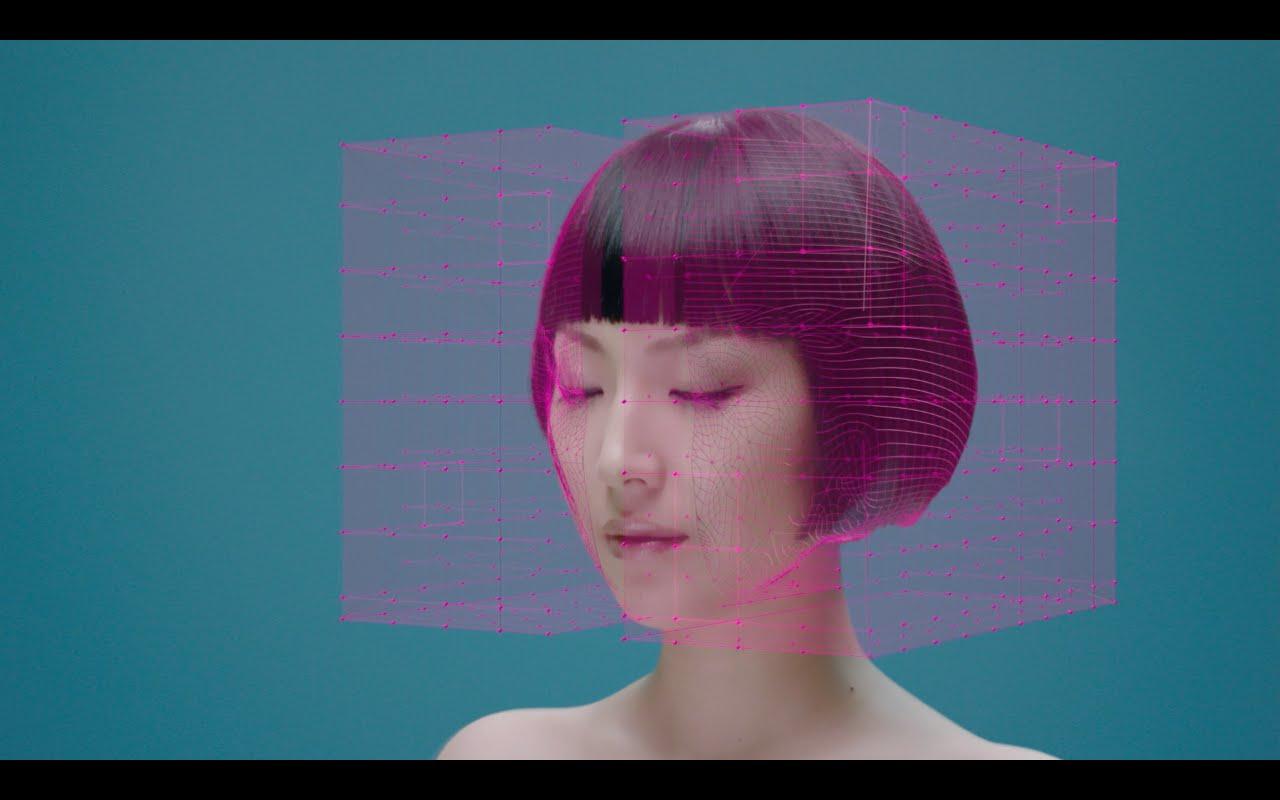 """In """"Animation"""" von Young Juvenile Youth wird das Gesicht der Sängerin mittels CGI verformt"""
