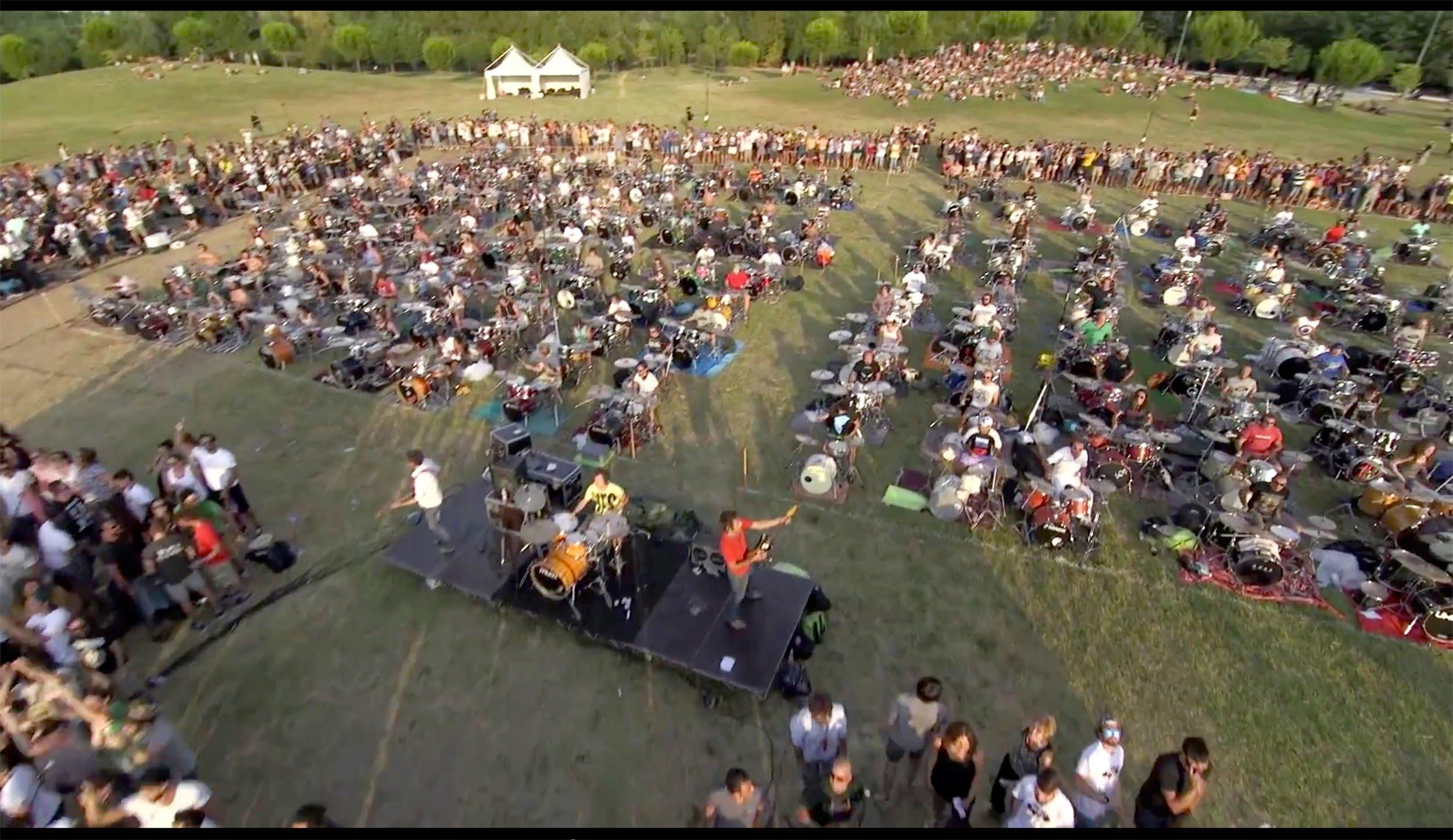 "Gute Musik am Abend: 1000 Musiker performen ""Learn to fly"" von den Foo Fighters"