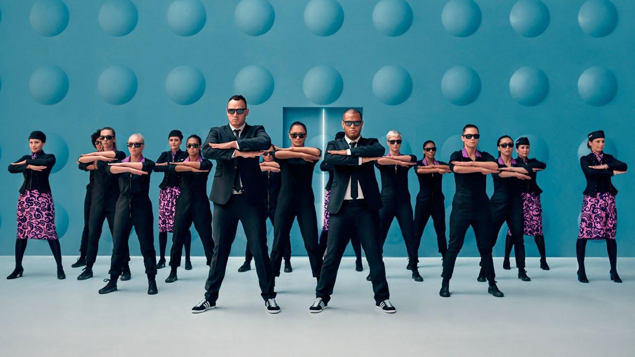 """Air New Zealand hat jetzt ein Flight Safety Video im Stil von """"Men In Black"""""""