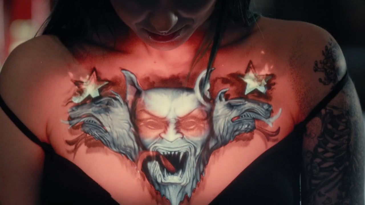 Videoprojektionen erwecken Tattoos zum Leben