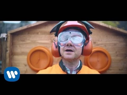 """Im Video zu """"Pick It Up"""" von Paul Weller zerstört Martin Freeman eine Wohnung"""