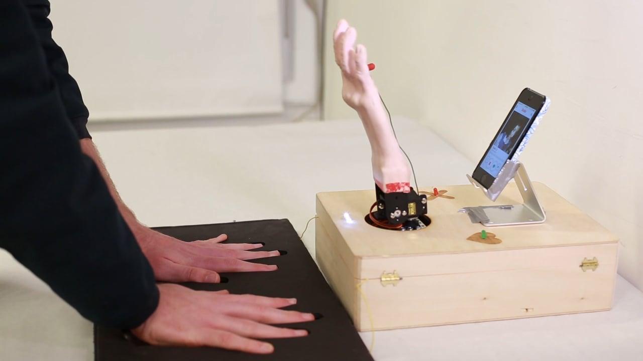 "Der ""True Love Tinder Robot"" weiß genau, wo du rechts oder links swipen möchtest"
