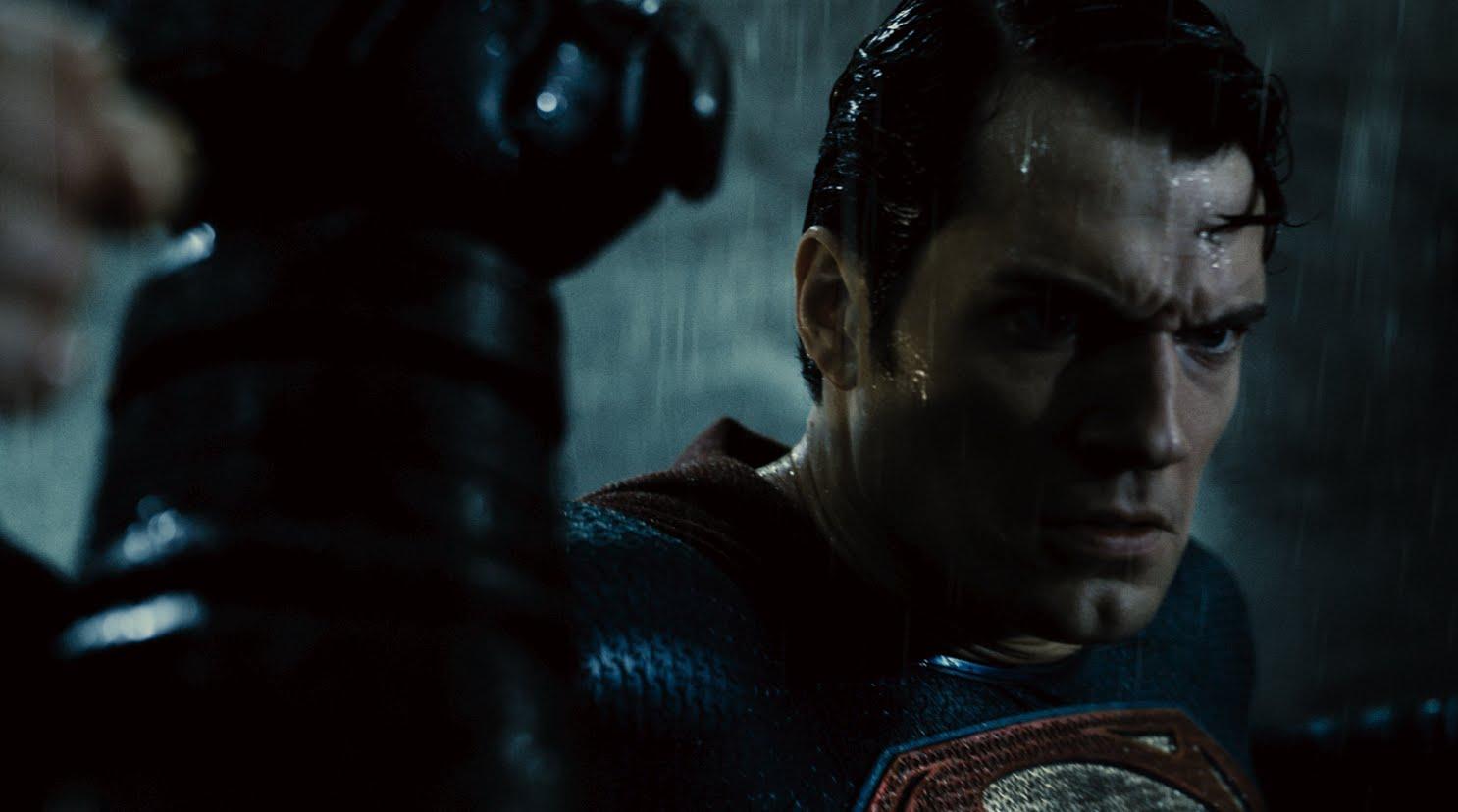 """Im finalen Trailer zu """"Batman V Superman: Dawn of Justice"""" geht auch sehr viel kaputt"""