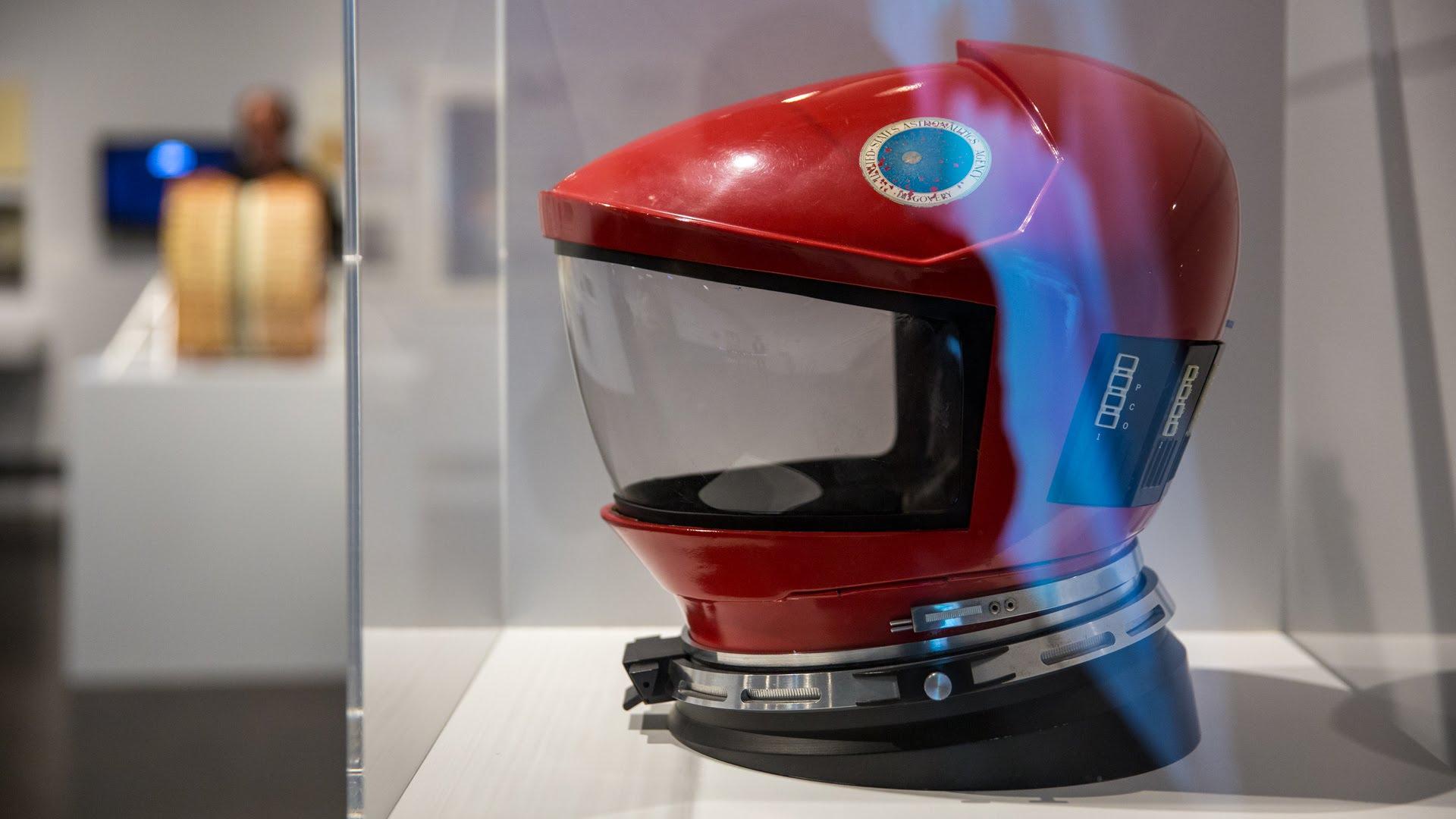 Adam Savage besucht die Stanley Kubrick Ausstellung in San Francisco