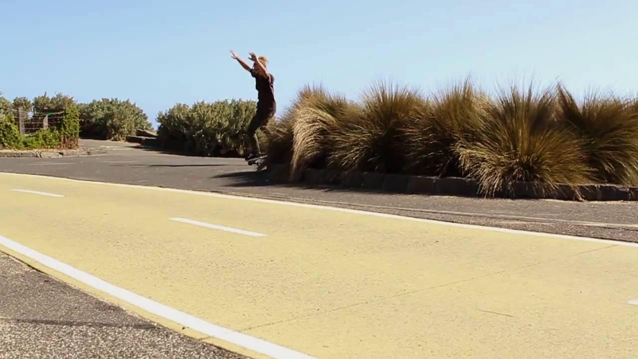 Der haarige, tanzende Longboarder