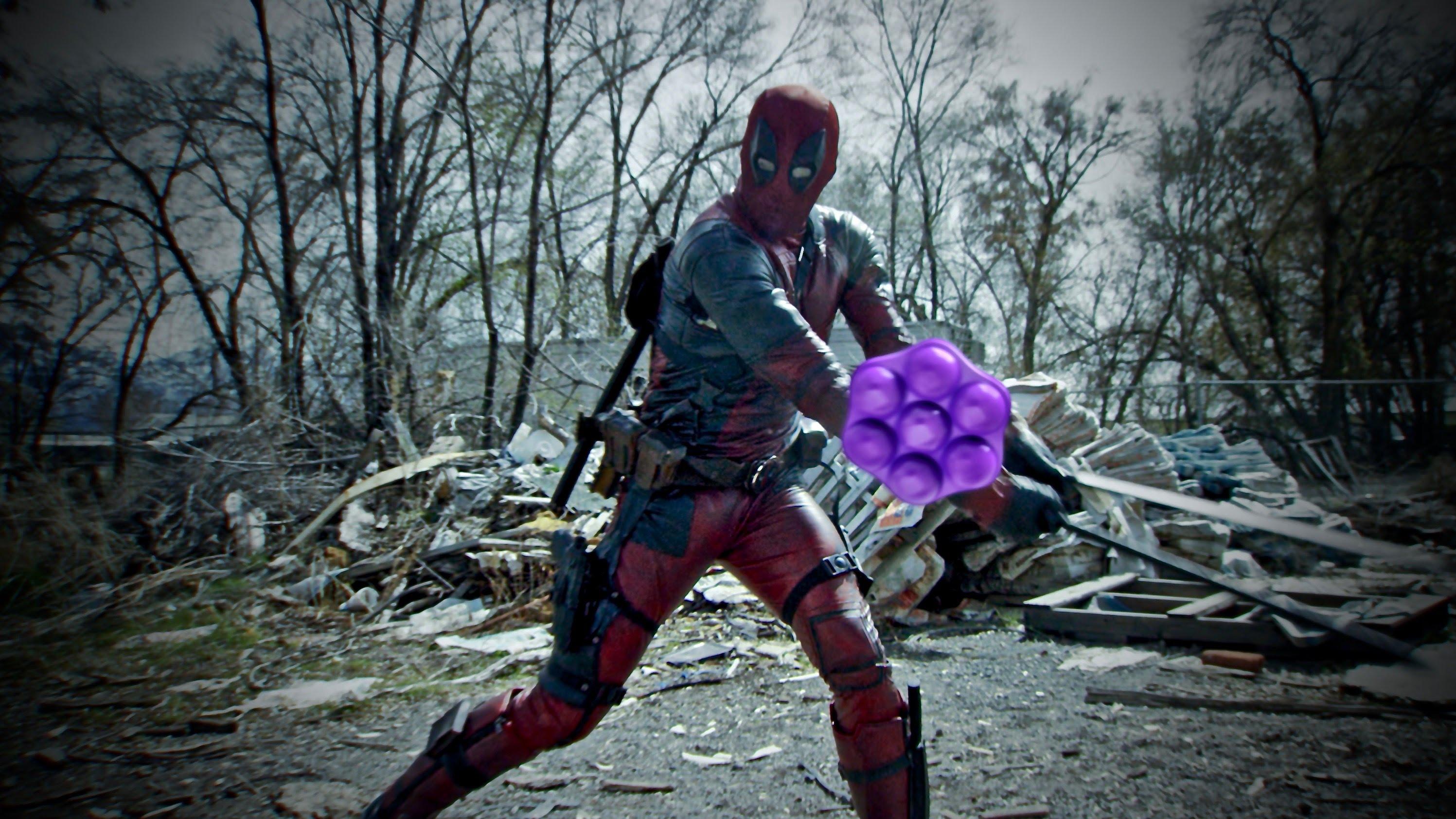 In einem Kurzfilm muss Deadpool gegen Candy Crush antreten? Hm.