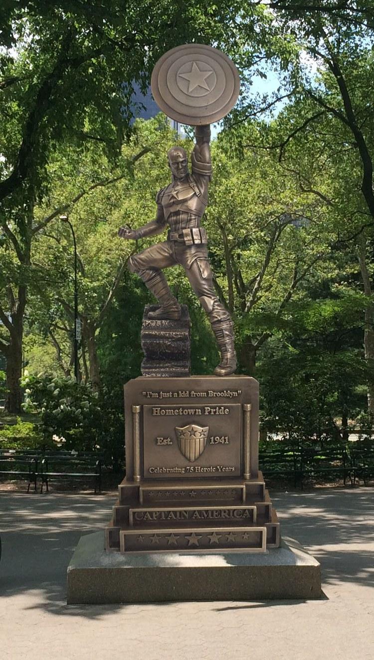Marvel veröffentlicht eine kanpp 4m große Bronze-Statue von Captain America