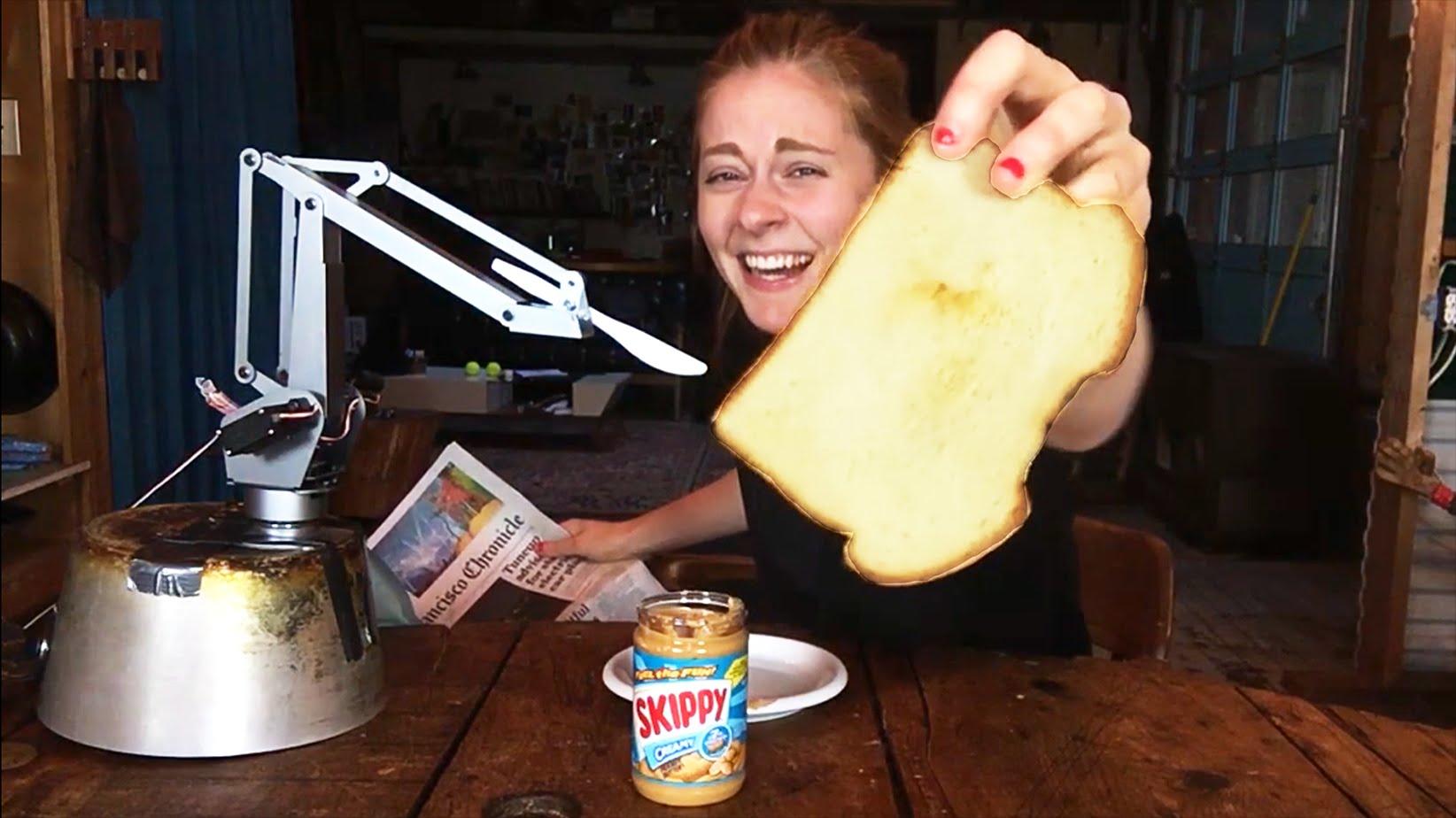 Simone Giertz, the Queen of Shitty Robots, hat einen Sandwich-Roboter gebaut