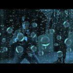 In einem Mashup singen hunderte Charaktere aus Filmen im Regen