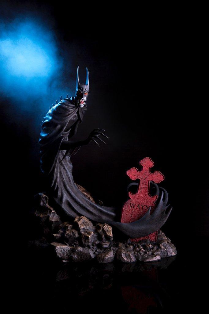 """Mondo stellt ihre """"Batman: Red Rain"""" Statue vor"""