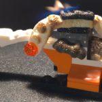 Ein schmelzender LEGO Helikopter ist überraschend befriedigend