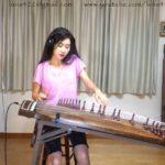 Luna Lee spielt Klassiker des Rock auf einem Gayageum, einem traditionellen, koreanischen Instrument