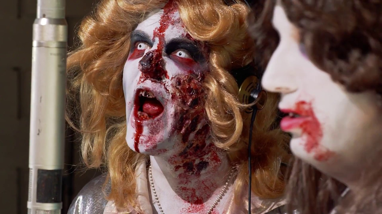 """Sehr gute Musik zum Nachmittag: Bloodsucking Zombies from Outer Space – """"Gimme! Gimme! Gimme!"""" (NSFW)"""