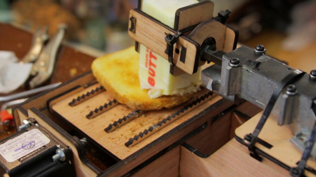 "Der ""Dangerous Toast Buttering Robot"" wird dich vermutlich eher töten, statt dir den Toast zu buttern"