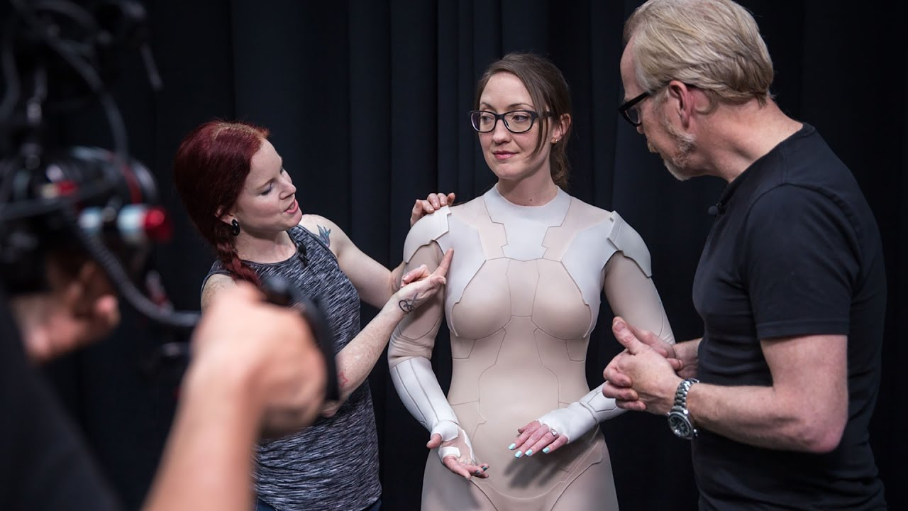 "Adam Savage besucht den Thermoptic Suit aus ""Ghost in The Shell"" bei Weta"
