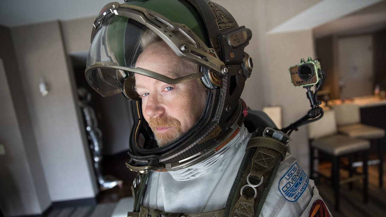 "Adam Savage war im Spacesuit aus ""Alien: Covenant"" auf der Comic Con unterwegs"