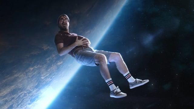 """Im Kurzfilm """"Milky Shot"""" verliebt sich ein außerirdisches Wesen in eines der trivialsten Dinge auf unserem Planeten"""