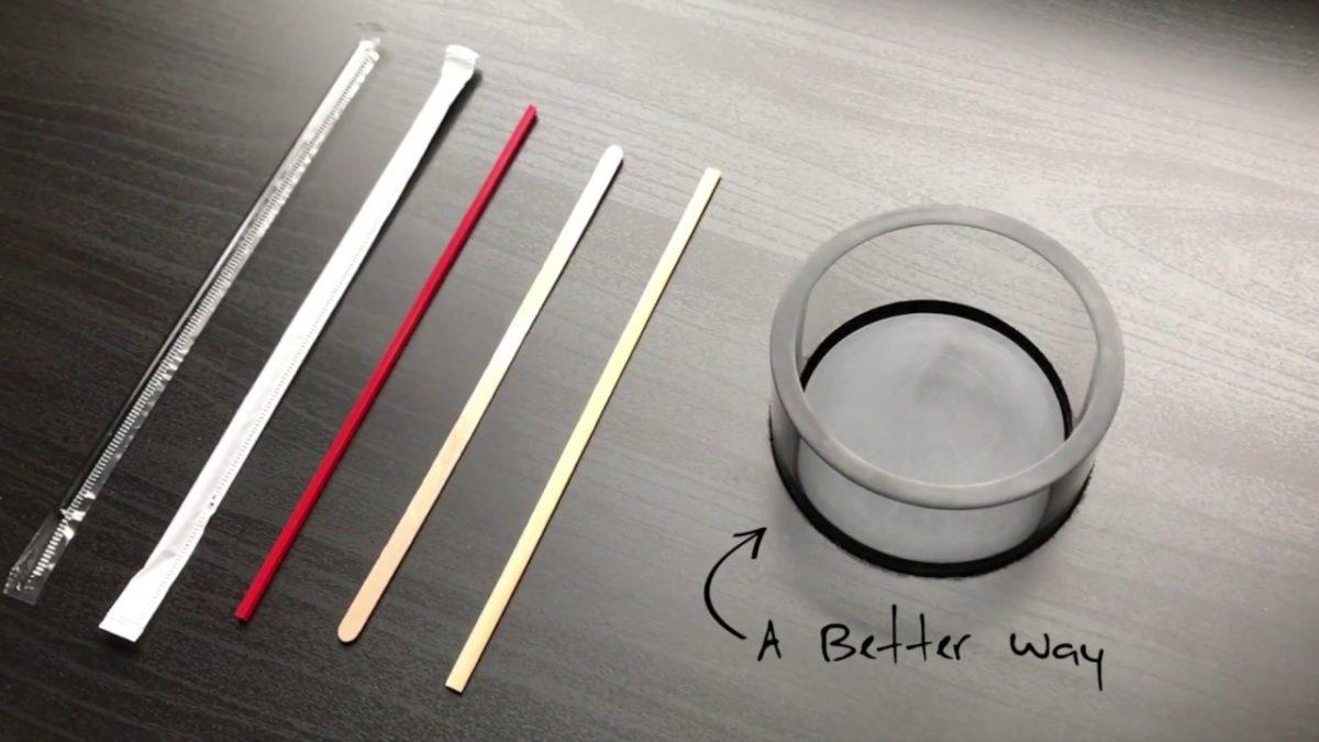 Der Stircle dreht den Becher um den Kaffee, statt den Kaffee im Becher zu rühren