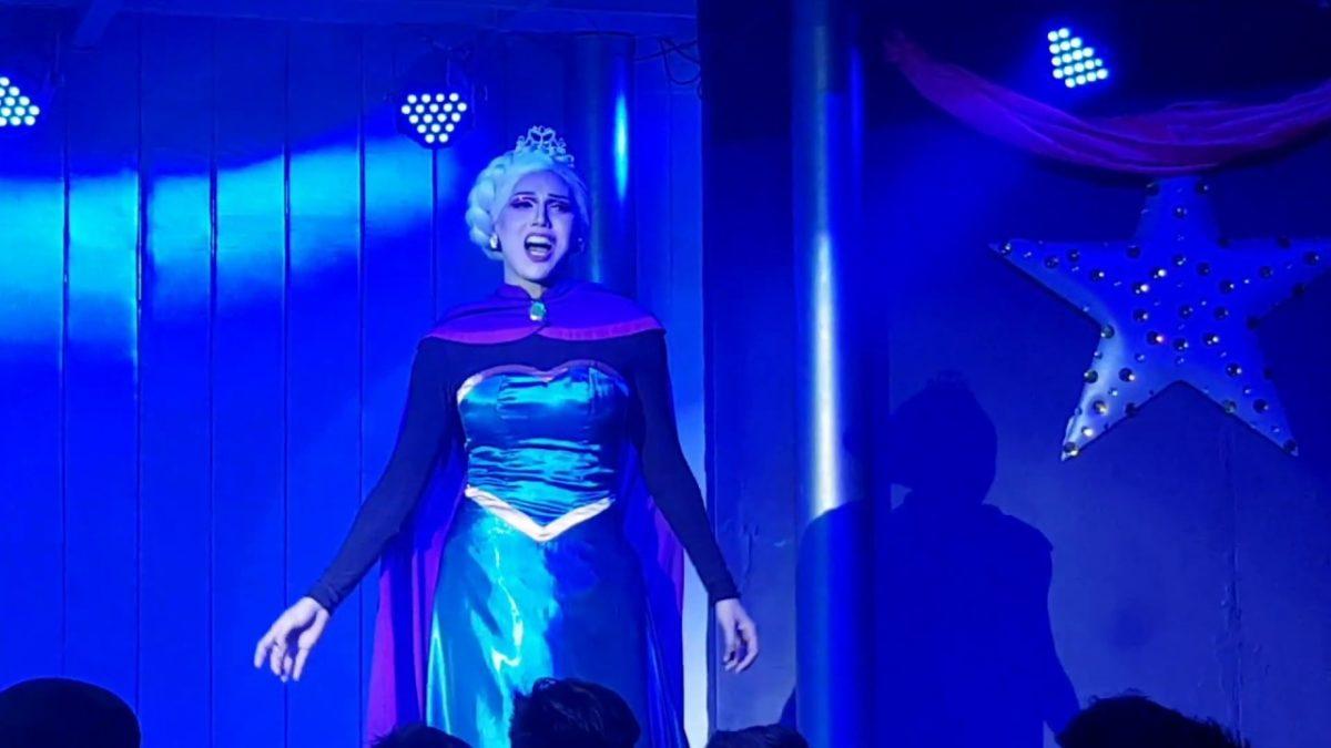 """Die Low Budget Special Effects zu """"Let It Go"""" aus """"Frozen"""" sind das beste an der ganzen Performance"""