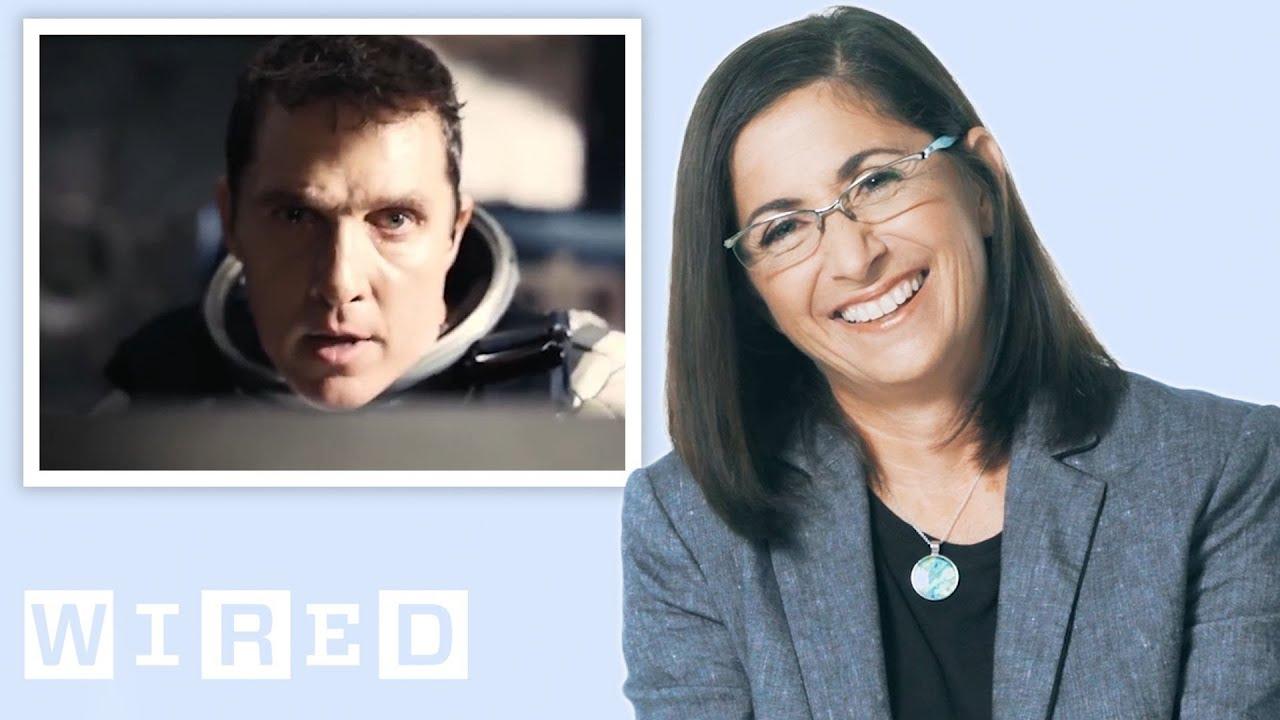Nicole Stott, Astronautin, bewertet Weltraumszenen aus bekannten Filmen