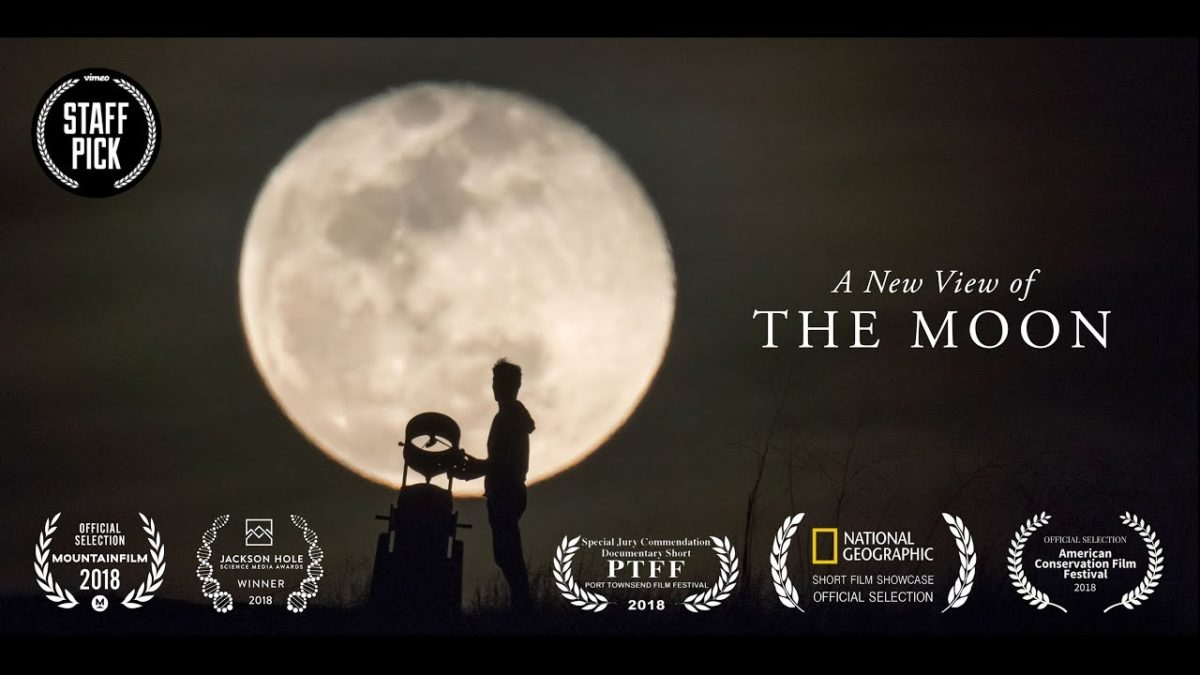 Reaktionen von Leuten, die den Mond zum ersten Mal durch ein Profi-Teleskop sehen