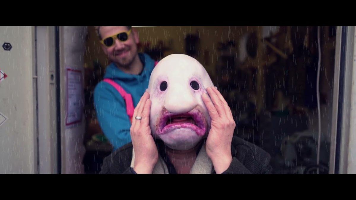 """""""When life gets nasty, get a Blobfish Mask"""" – Die wunderschön ekelhafte Blobfisch-Maske von Smirking Jones"""